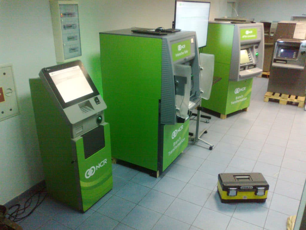 Branding bankomatów